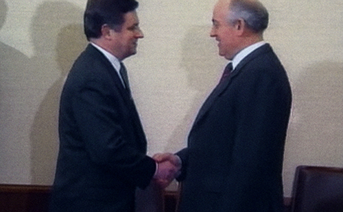 Gorbachev-shaking-hands-with-Miklós-Németh-Archive-21st-Century